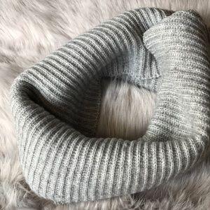 NWT H&M ribbed scarf gray